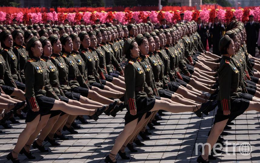 Корейские девушки на параде. Фото AFP