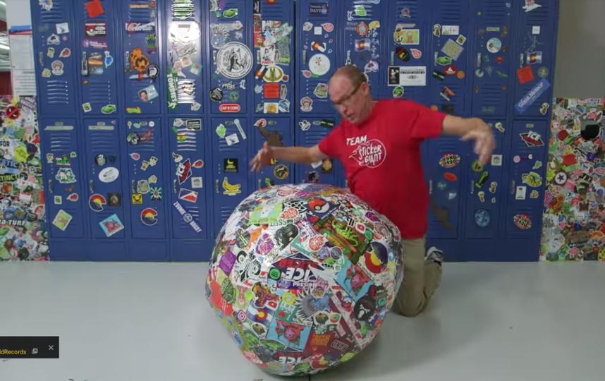 Самый большой шар из стикеров. Фото Предоставлено организаторами