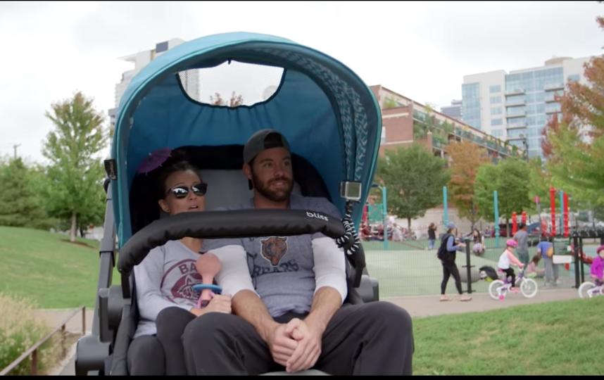 Взрослые опробовали самую большую коляску. Фото Предоставлено организаторами