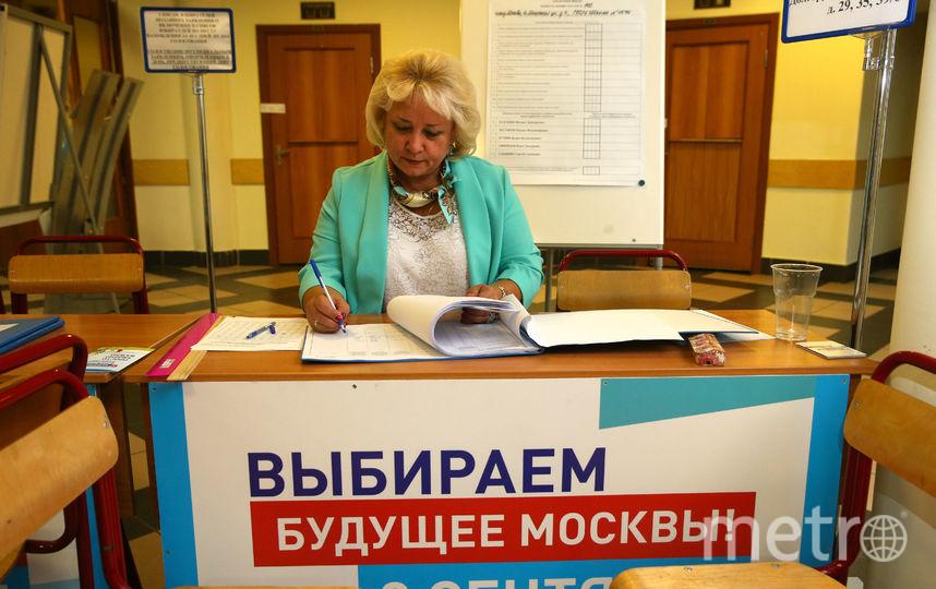 Подсчёт голосов на одном из столичных участков. Фото Василий Кузьмичёнок