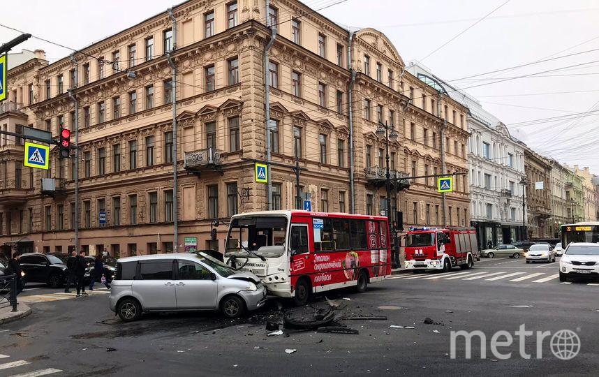 Фото с места ДТП на Большой Морской в Петербурге. Фото vk.com