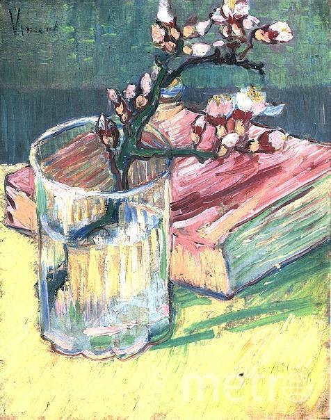 """""""Цветущая ветка миндаля в стакане и книга"""", Винсент Ван Гог, 1888. Фото wikipedia.org"""