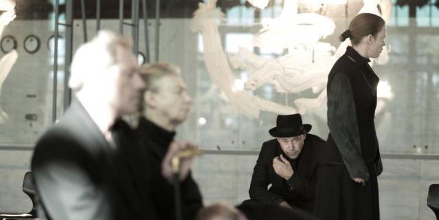 Голландский режиссёр привезёт в Петербург одну из самых сложных с технической точки зрения постановок. Спектакль будет монтироваться два дня.