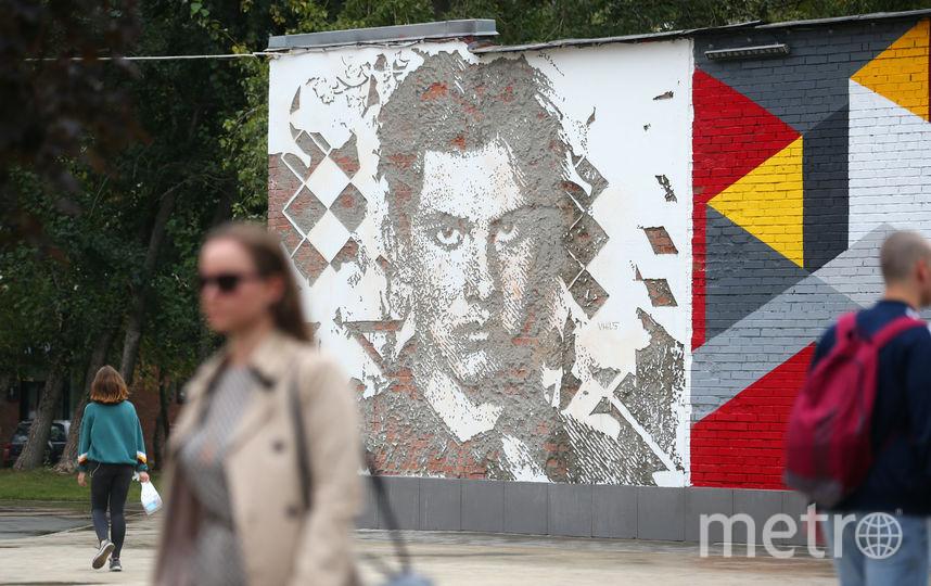 На одном из фасадов хлебозавода появился потрет Маяковского. Фото Василий Кузьмичёнок