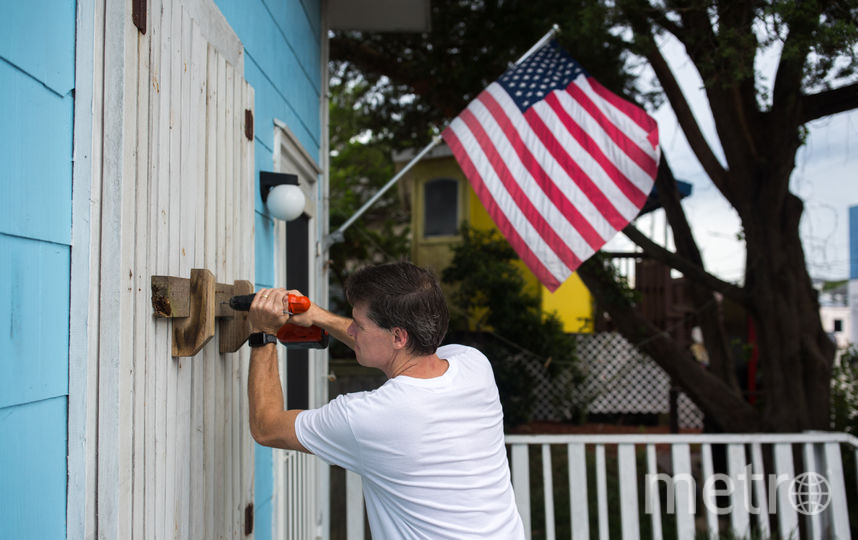 Жители Каролины готовятся к урагану. Фото AFP