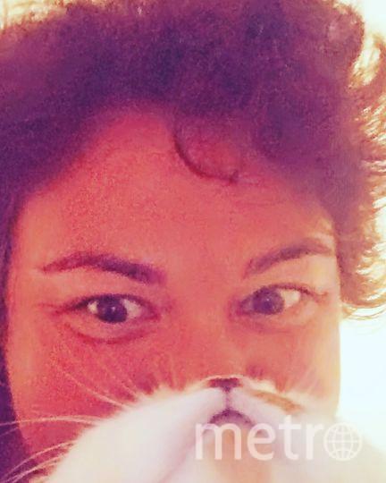 """Кот Василий и Анна Уговорила кота поделиться бородой и усами. Фото """"Metro"""""""