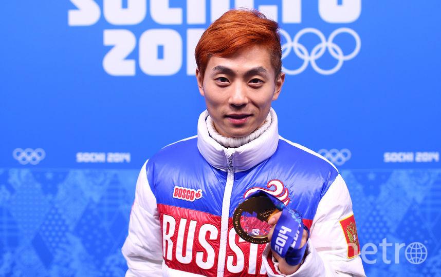 Виктор Ан с олимпийской медалью, выигранной в составе сборной России. Фото Getty