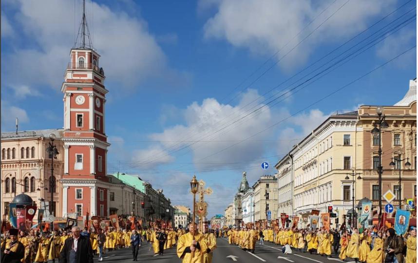 Виталий Милонов во время шествия. Фото instagram.com/villemilonov