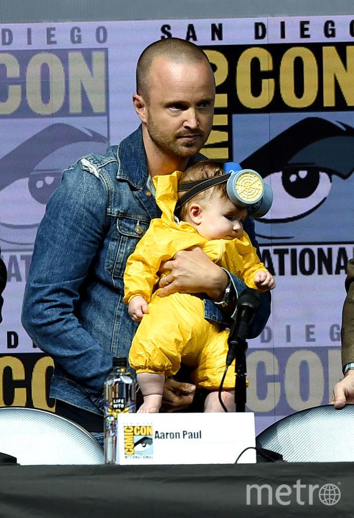 Аарон Пол с дочкой. Фото Getty