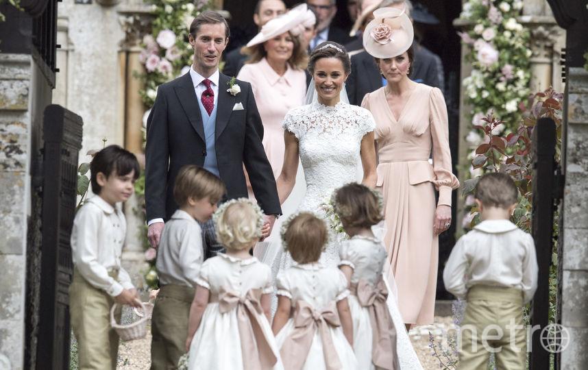 Пиппа Миддлтон с супругом и родственниками на свадьбе. Фото Getty