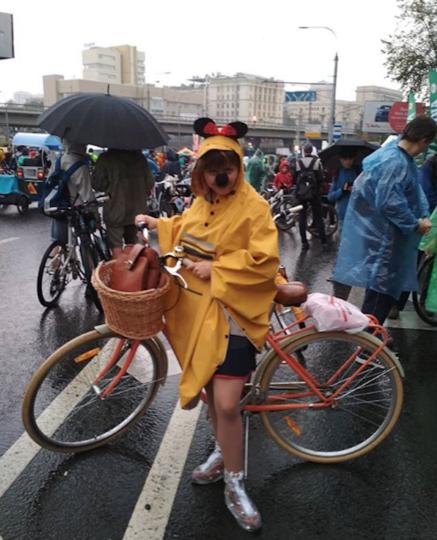 Московский традиционный велопарад прошёл под проливным дождем. Фото Скриншот Instagram @nata_velo.