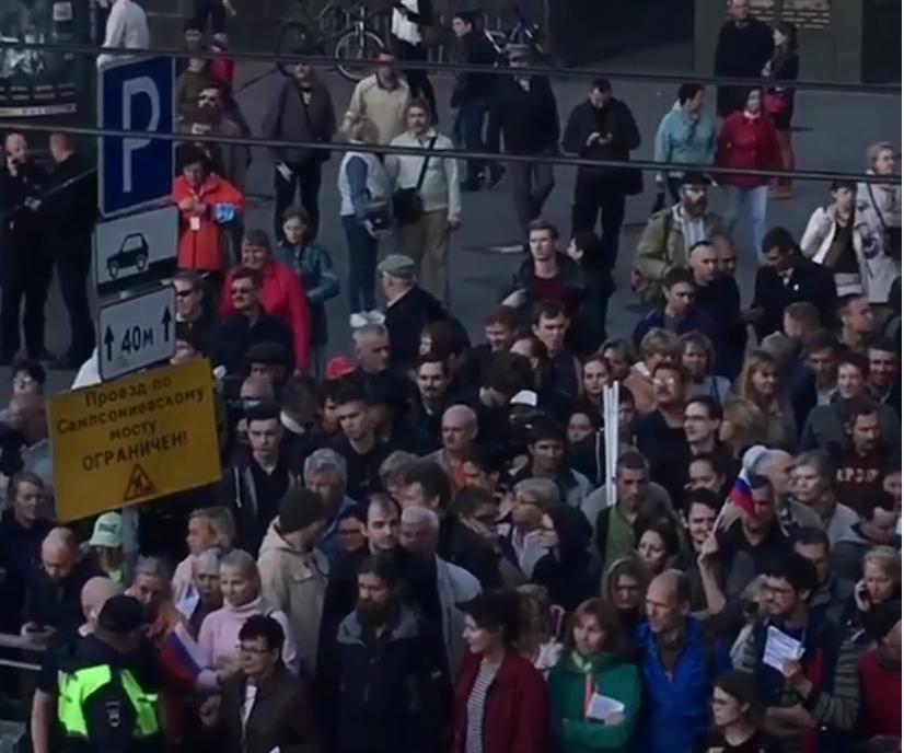 Около 500 человек вышли на несогласованную акцию против повышения пенсионного возраста в Санкт-Петербурге. Фото скриншот видео www.instagram.com/instapiterr/