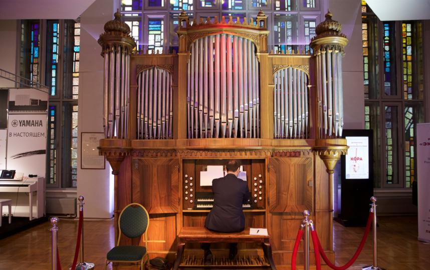 Органист мирового уровня Джанлука Либертуччи репетирует концерт по случаю 150-летия инструмента. Фото Василий Кузьмичёнок