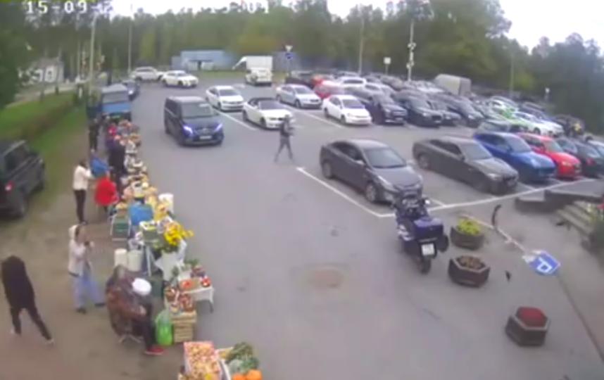 Внедорожник въехал в супермаркет в Петербурге: Жуткое видео, подробности. Фото Скриншот Youtube
