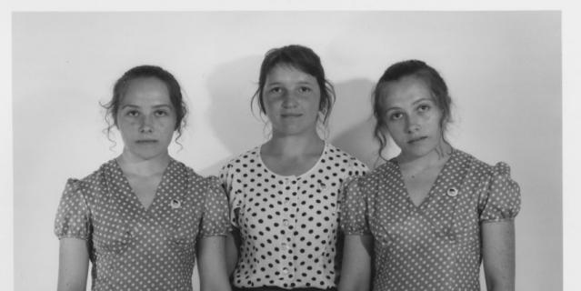 Слева направо Галина Игнатович, её подруга Елена Тонких и сестра-близнец Елена Игнатович.