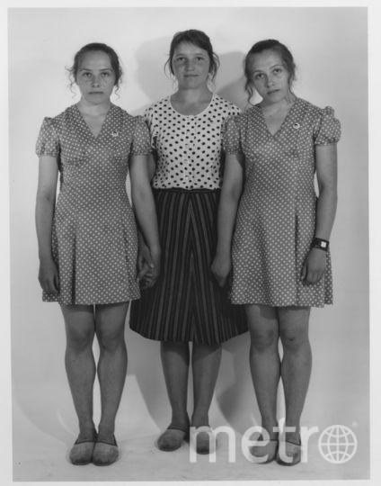 Слева направо Галина Игнатович, её подруга Елена Тонких и сестра-близнец Елена Игнатович. Фото Nathan Farb.