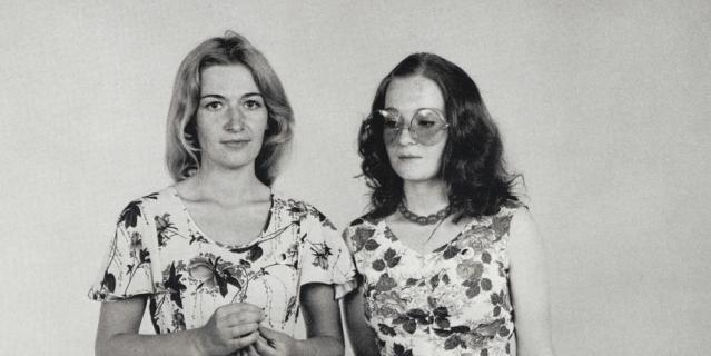 Блондинка – Светлана Жаворонкова, брюнетка – её сестра Римма.