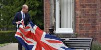 Снова без Кейт Миддлтон: принц Уильям открыл памятник разведчику