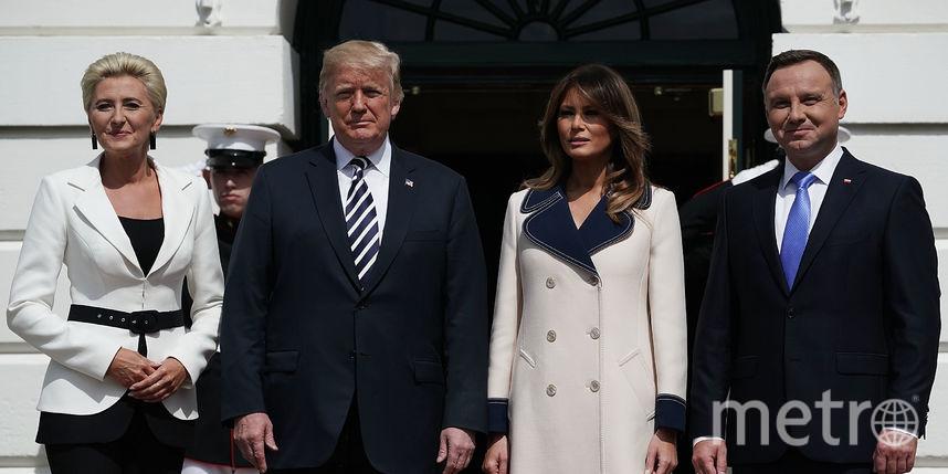 Снежная королева: Мелания Трамп не сняла пальто во время визита президента Польши