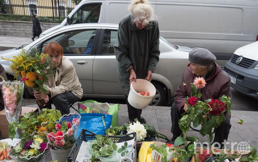 """Торговля у """"Владимирской"""". Фото Святослав Акимов, """"Metro"""""""