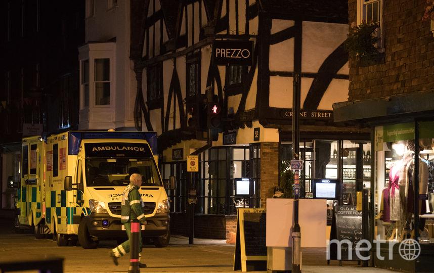 Полиция у ресторана Prezzo в Солсбери, где произошло отравление. Фото Getty