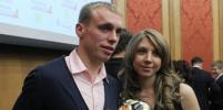 Жена Дениса Глушакова обвинила его в побоях