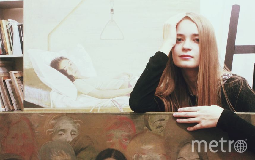 Полина Синяткина со своими работами. Фото Скриншот Instagram/paulina_siniatkina