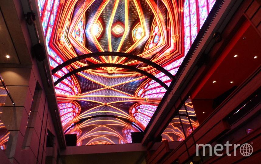 """Потолок на одной из палуб лайнера MSC Meraviglia. Фото Наталья Сидоровская, """"Metro"""""""