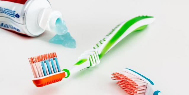Когда мы используем обычную зубную щётку, то в среднем, по рекомендации специалистов, совершаем лишь 10 очищающих движений на каждом сегменте.