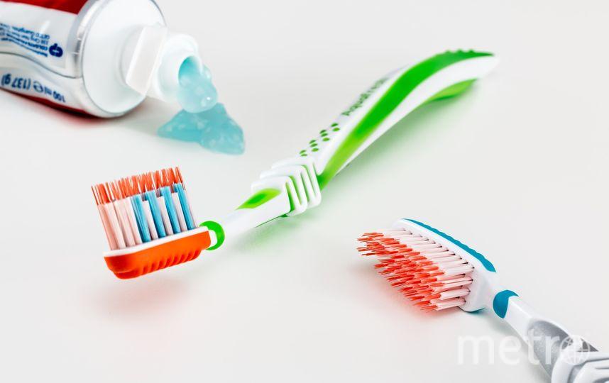 Когда мы используем обычную зубную щётку, то в среднем, по рекомендации специалистов, совершаем лишь 10 очищающих движений на каждом сегменте. Фото Pixabay