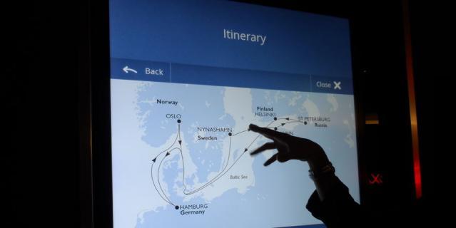 На всех этажах корабля работает электронное табло на пяти языках, где пассажирам предоставляется вся информация: от маршрута до меню.