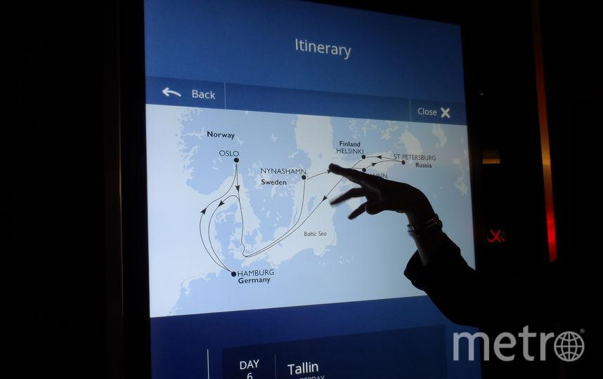 """На всех этажах корабля работает электронное табло на пяти языках, где пассажирам предоставляется вся информация: от маршрута до меню. Фото Наталья Сидоровская, """"Metro"""""""