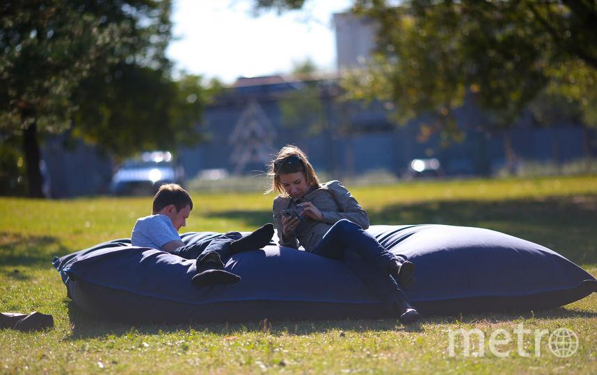 Москвичи радуются летней погоде осенью. Фото Василий Кузьмичёнок