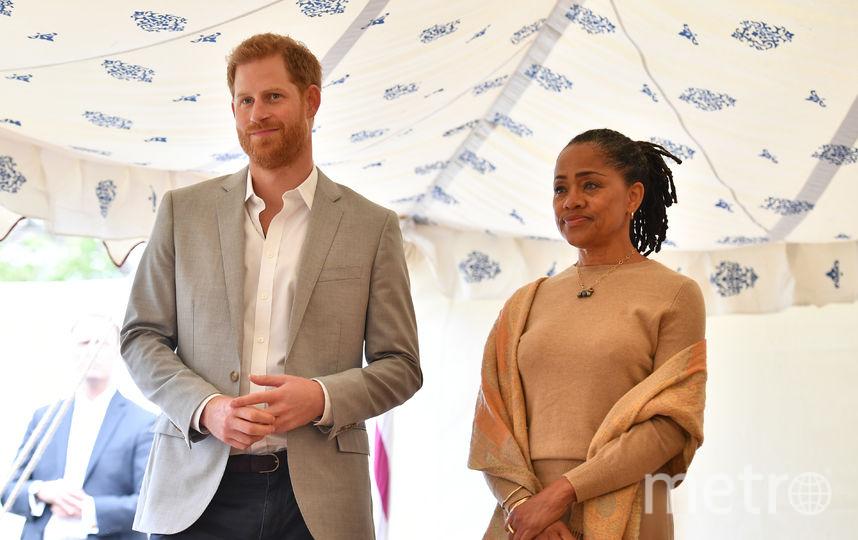 Принц Гарри и мать Меган, Дория Рэгланд, на благотворительном пикнике. Фото Getty