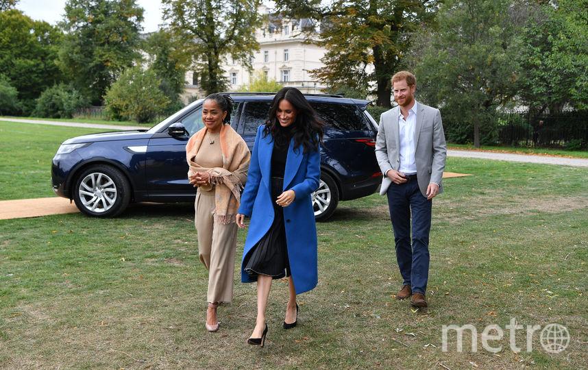 Меган Маркл, ее мама Дория Рэгланд и принц Гарри на благотворительном пикнике. Фото Getty