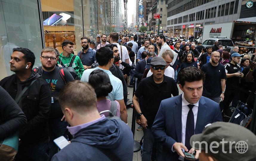 Очередь у магазина в первый день продаж новой линейки iPhone в США. Фото AFP