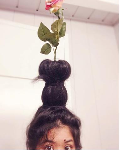 #FlowerVaseHair. Фото Instagram/rahrahcuppycake