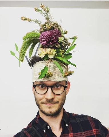 #FlowerVaseHair. Фото Instagram/martinandthemagpie