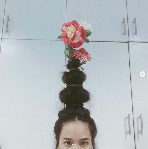 #FlowerVaseHair. Фото Instagram/lhynxxi