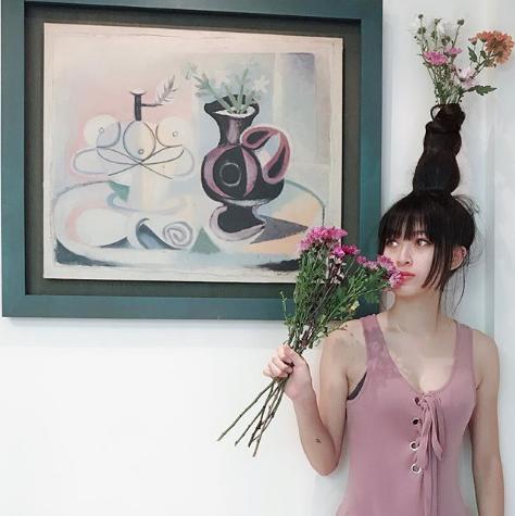 #FlowerVaseHair. Фото Instagram/claire__87725