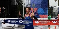 В Москве больше 30 тысяч человек пробежали марафон под проливным дождём