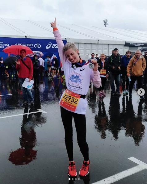 Московский марафон прошёл под дождём, но бегуны не отчаивались. Фото Скриншот Instagram @viktoryfedotova.