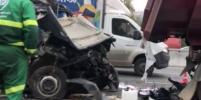 Два человека погибли в жуткой аварии с двумя грузовиками на МКАД