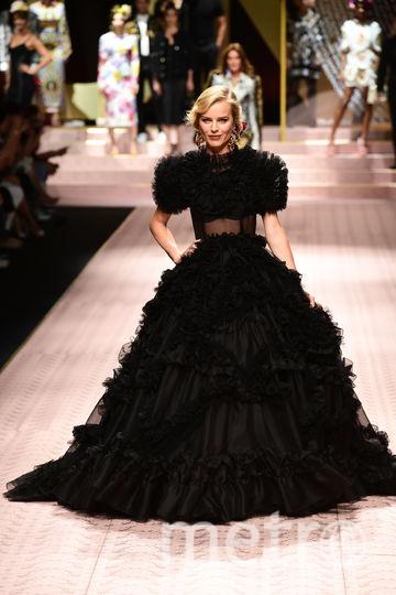 Топ-модель Ева Герцигова на показе Dolce&Gabbana. Фото AFP