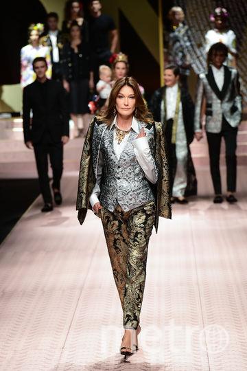 Топ-модель Карла Бруни-Саркози на показе Dolce&Gabbana. Фото AFP