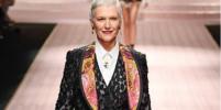 70-летняя мама Илона Маска приняла участие в показе Dolce&Gabbana в Милане