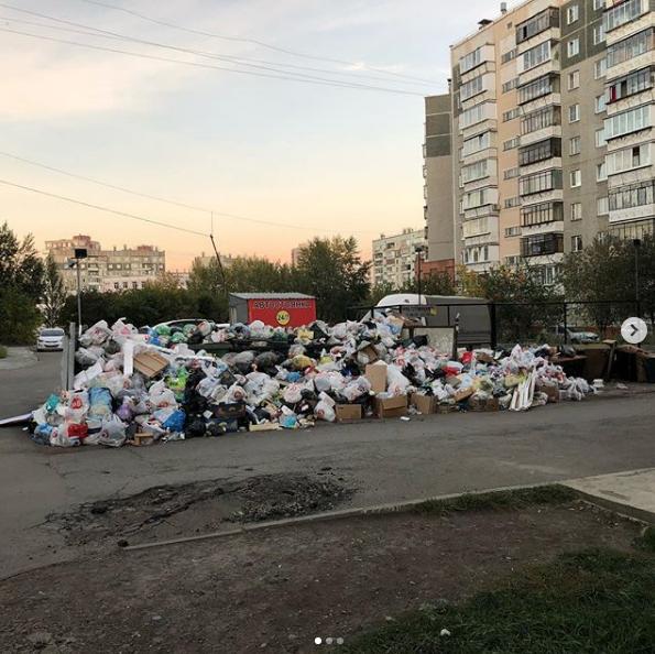 В Челябинске введён режим повышенной опасности из-за мусора, который не вывозили больше недели. Фото Скриншот Instagram @allaabzalova.