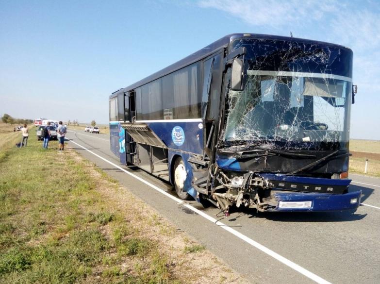 Пять человек погибли в ДТП с рейсовым автобусом в Крыму. Фото www.82.mchs.gov.ru