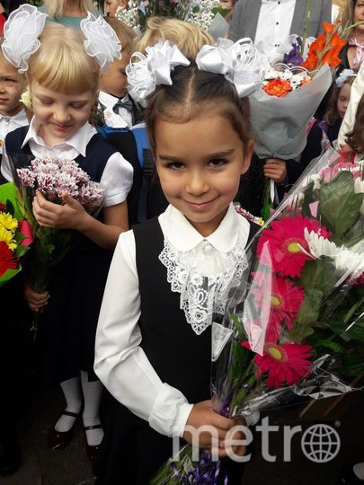"""Дочь Лиза, первый раз в 1А класс. Дочь довольна. Фото Тихонова Наталья, """"Metro"""""""