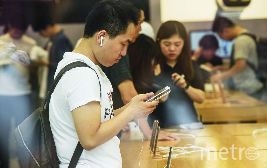 Первый день продаж новой линейки iPhone в Китае. Фото AFP